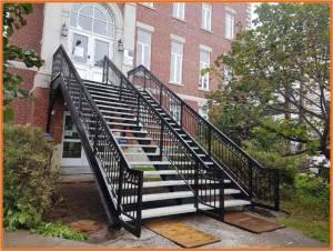 Poplastovaná konštrukcia schodišťa a zábradlie za pomoci mobilnej technológie